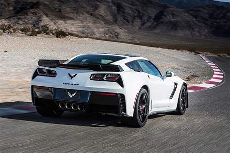 Chevy Corvette Mid Engine by Report Says Mid Engine Corvette To Replace C7 In Late 2018
