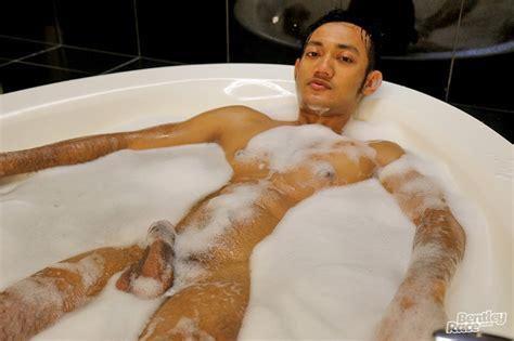Sexy Cute Indonesian Guy Vino Rainz Drops His Speedos And Jerks His Huge Dick ⋆ Guys Love Guys Blog