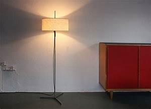 Schirm Für Stehlampe : stehlampe mit zylindrischem schirm designbutik ~ Frokenaadalensverden.com Haus und Dekorationen