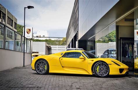 porsche spyder yellow porsche 918 spyder yellow