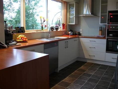stove tops home wooden benchtops photo galleries kiwi kitchens