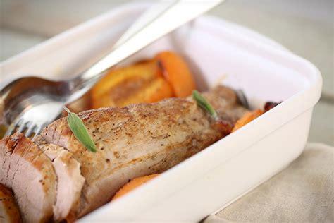 cuisiner un filet mignon de porc au four filet mignon aux abricots et à la sauge vidéo recette