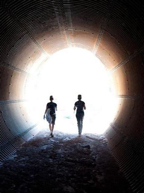 Le Passage Entre Deux Mondes  À Voir
