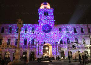 proietta proiezione scenografica natalizia  piazza dei