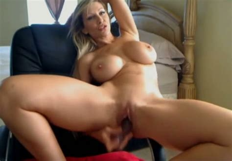 Hot Solo Session With A Sexy Milf Is What You Will Find In