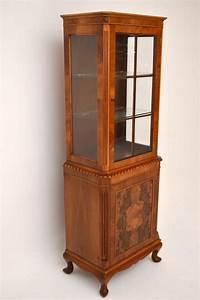 Antike Esstische Holz : schlanke antike vitrine wurzelnuss holz ~ Michelbontemps.com Haus und Dekorationen
