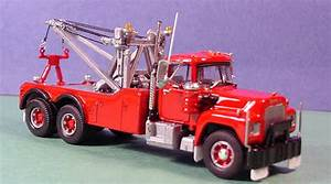 Mack R600 Tow Truck