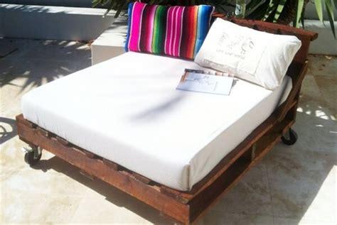 pallet daybed hot   trend pallet furniture diy