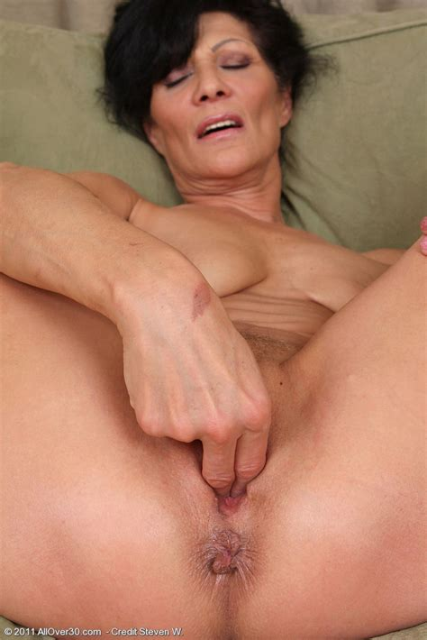 Kitty Is A Hell Of A Dirty Cougar Mature Xxx Pics