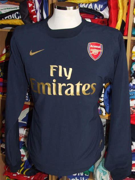 Arsenal Training/Leisure football shirt (unknown year).