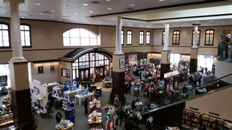 Inside Barnes And Noble At Easton Town Center