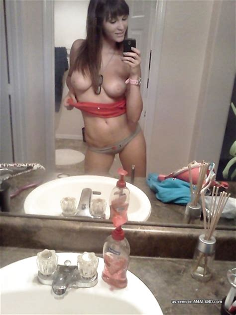 Sexy Amateur Hottie Enjoys Taking Selfies While Showing