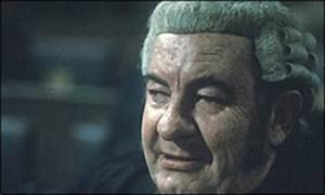BBC NEWS | Entertainment | Mortimer leads McKern tributes