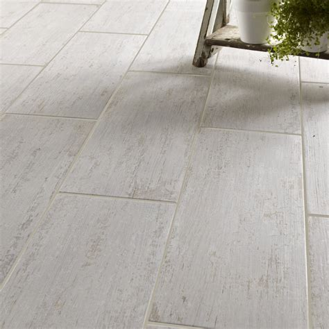 carrelage sol cuisine leroy merlin carrelage sol et mur blanc effet bois cuba l 20 x l 60 4