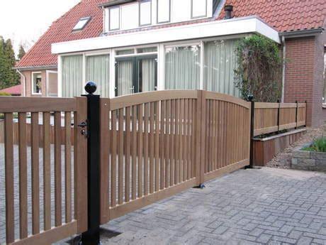 houten open inrijpoort met lineaire poortopener farm poorten