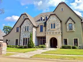 large luxury homes file exle of large home in southlake jpg wikimedia commons