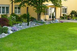 Rasen Düngen Wässern : rasenarbeiten und pflanzarbeiten ~ Markanthonyermac.com Haus und Dekorationen