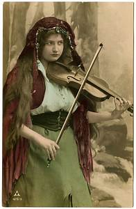 Vintage Image - Lovely Gypsy with Violin - The Graphics Fairy