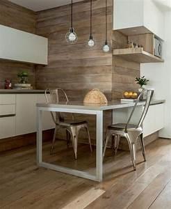 Idee relooking cuisine cuisine avec bar tabourets tolix for Deco cuisine avec chaise bois