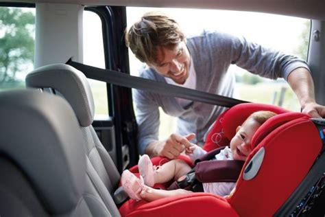 quel age siege auto route quel siege auto pour bebe de 2 mois