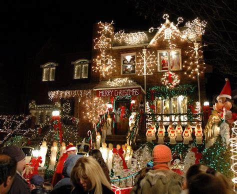 これがお家のイルミネーション クリスマスにすべてをかけるアメリカの住宅街がスゴイ isuta イスタ オシャレを