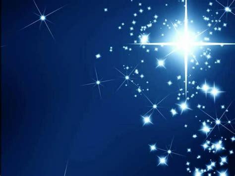 der stern nacht liegt ueber allen daechern weihnachten