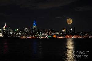 Full Moon Over New York Photograph by Paul Ward