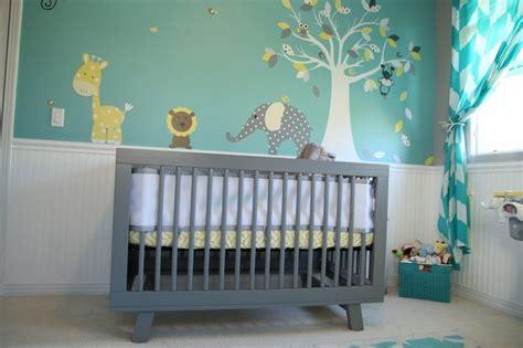 chambre bébé gris et 7 inspirations de chambres de bébé pétillantes en jaune et