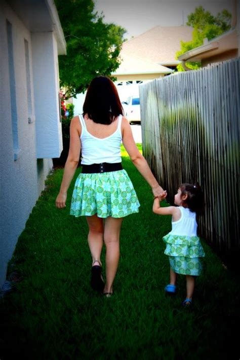 adorable mothers  daughters matching outfit ideas