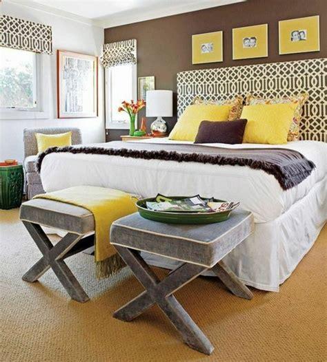 cheap bedroom makeover ideas braunt 246 ne als wandfarben wie kann man die braunen w 228 nde 14745   Braunt%C3%B6ne als Wandfarben schlafzimmer hocker
