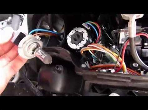 comment remplacer les feux de route ampoule  sur bmw