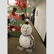 Top 30 Office Christmas Decorating Ideas  Flawssy