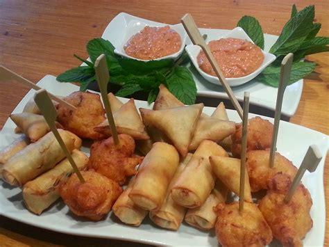 cuisine des iles assiette apéro des îles nems acras et sambos photo de
