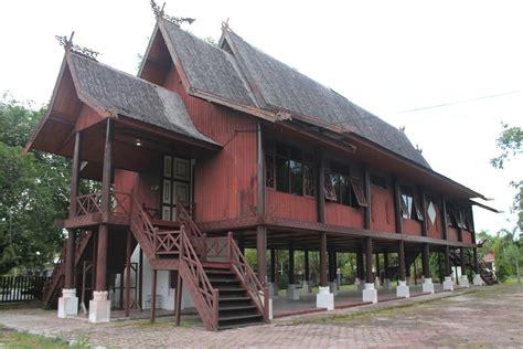 bisa rumah adat indonesia