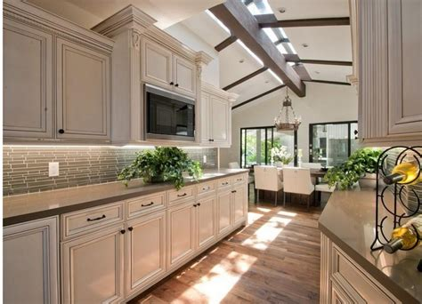 lime wash kitchen cabinets stunning kitchen with white cabinets and lime washed 7111