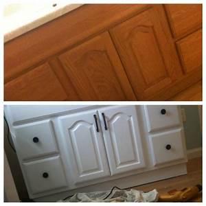 How to paint bathroom vanity cupboard diy for low cost for Cost to paint bathroom