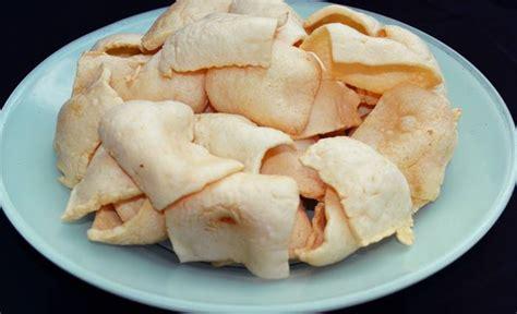 Biasanya kerupuk ini disajikan sebagai teman makan nasi atau hidangan berkuah. Cara Membuat Kerupuk Terigu yang Enak dan Gurih wajib anda ...