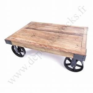 Roue Industrielle Pour Table Basse : table basse vintage industrielle m tal vieux bois avec roues le d p t des docks ~ Nature-et-papiers.com Idées de Décoration
