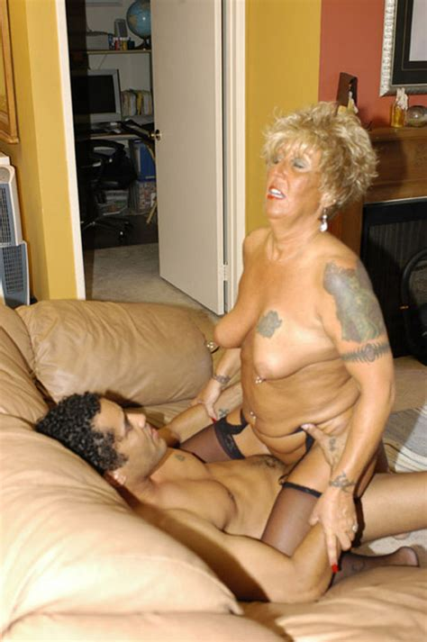 Nasty Granny Lady Banged Her Pussy By A Stranger Pichunter