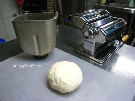 第一鍋麵團試驗中 麵包機打麵團的攪拌棒不同 記得更換喔
