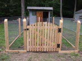 Wood Post Welded Wire Fence and Gate