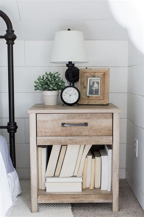 Bedroom Table Ls by Best 25 Wooden Bedside Table Ideas On Pallet