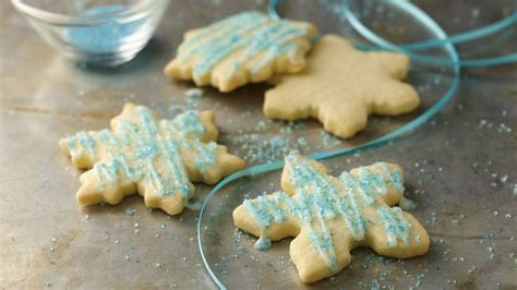 Crispy christmas cookies decorated with no sugar added white chocolate chips and sprinkles. Gluten-Free Christmas Sugar Cookies Recipe - BettyCrocker.com