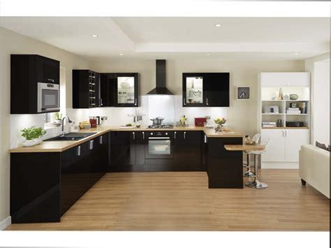 cuisine blanche mur gris cuisine bois cuisine noir brillant et bois