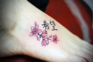 Tattoo Fleur De Cerisier : 7 id es de tatouages base de fleurs astuces de filles ~ Melissatoandfro.com Idées de Décoration