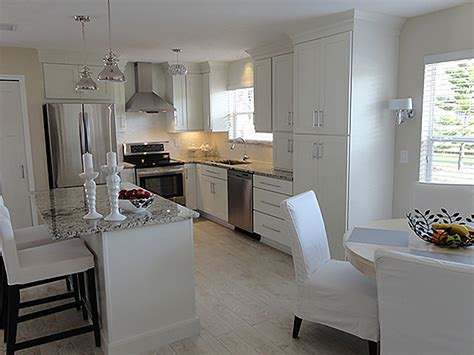 Kitchens With White Cabinets by Shaker White Painted Cabinets Florida Kitchen Photos