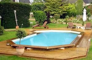 Pool Mit Holz : ein pool im holzrahmen swimming pool im holzumrandung ~ Orissabook.com Haus und Dekorationen