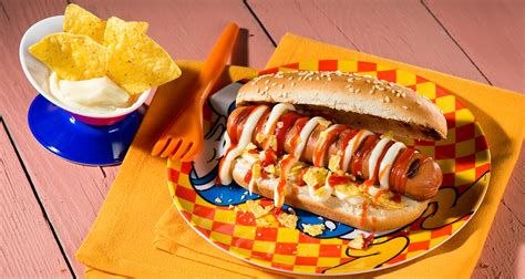 hot dog avec saucisse de francfort sauce au fromage