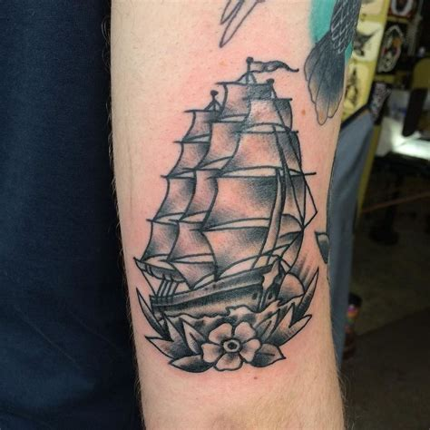 Ship Tattoo by 17 Best Ideas About Traditional Ship Tattoo On Pinterest