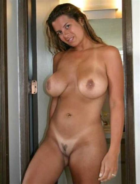 Naughty Wives Naked Women And Their Home Photos